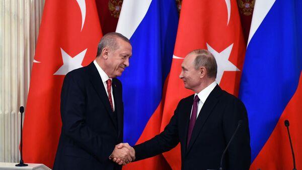 Президент РФ Владимир Путин и президент Турции Реджеп Тайип Эрдоган во время совместной пресс-конференции по итогам встречи - Sputnik France