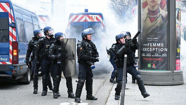 La police de Paris lors d'une manifestation des Gilets jaunes - Sputnik France
