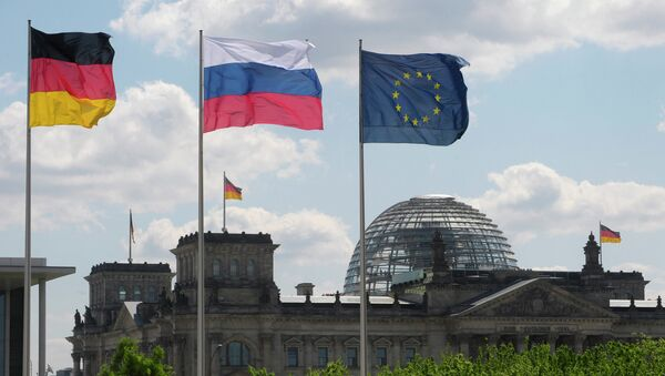 From left to right: Flags of Germany, Russia and the EU - Sputnik France