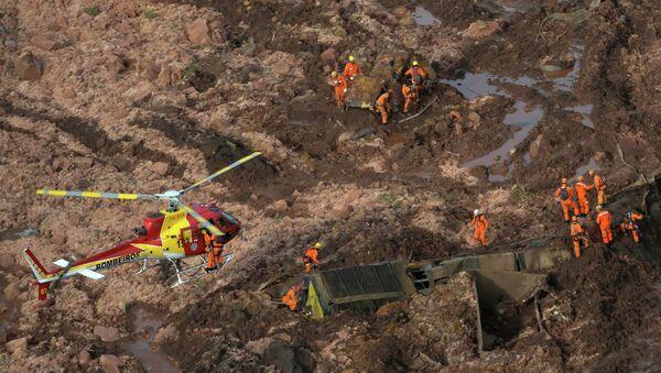 Les secouristes sur le site de la digue rompue de la compagnie Vale au Brésil - Sputnik France