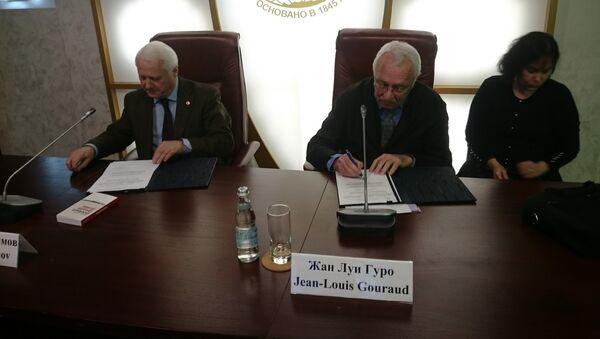 Signature d'un accord de coopération entre les Sociétés de géographie russe et française - Sputnik France