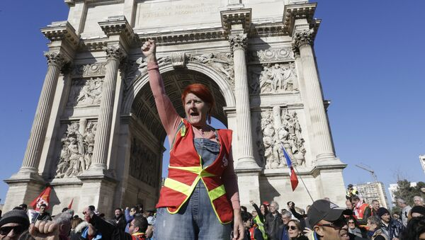 An unionist from the CGT (General Working Confederation) clenches her fist in front the Arc de Triomphe of the Porte d'Aix during a demonstration in Marseille, southern France, Tuesday, Feb. 5, 2019. - Sputnik France
