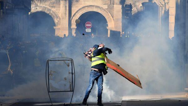 Une manifestations des Gilets jaunes à Nîmes le 12 janviers - Sputnik France