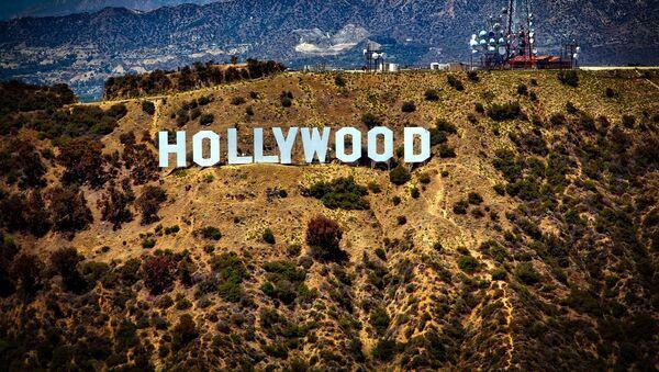 Вид на холм, где установлен знак Hollywood в США - Sputnik France