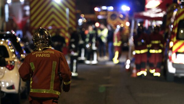 Firefighters are seen near a building that caught fire in the 16th arrondissement in Paris, on February 5, 2019. - Sputnik France