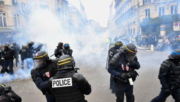 Акция протеста жёлтых жилетов во Франции - Sputnik France