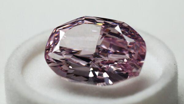 Présentation du plus gros diamant rose extrait en Russie (archive photo) - Sputnik France
