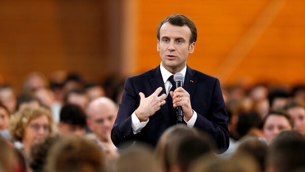 Emmanuel Macron lors d'une rencontre avec des jeunes à Etang-sur-Arroux (7 février 2019) - Sputnik France