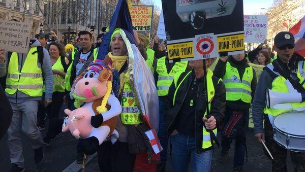 Les Gilets jaunes descendent de nouveau dans la rue, ce dimanche 17 février - Sputnik France