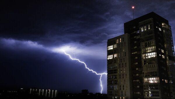Moscú se enfrenta a una fuerte 'tormenta tropical' - Sputnik France
