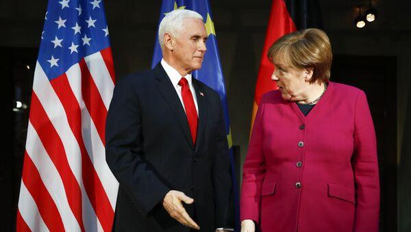 Mike Pence et Angela Merkel - Sputnik France