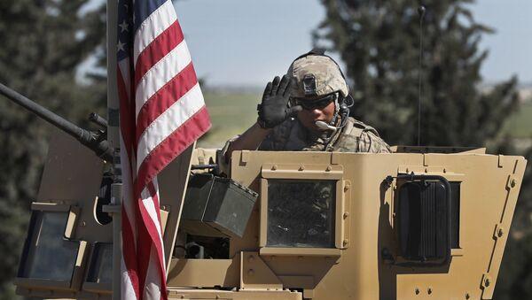 Un soldat US à Manbij, en Syrie - Sputnik France