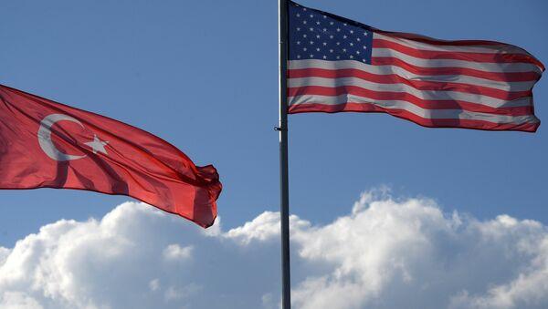 Les drapeaux turc et américain - Sputnik France