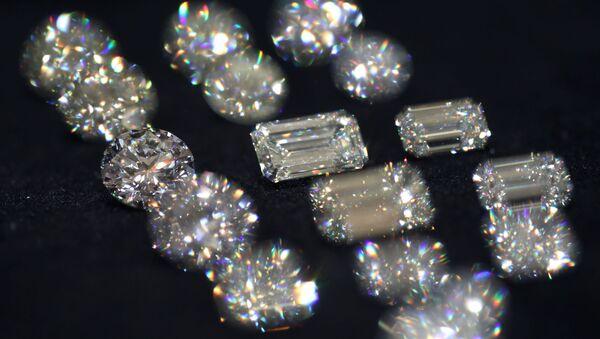 Бриллианты компании Алроса на показе бриллиантов - Sputnik France
