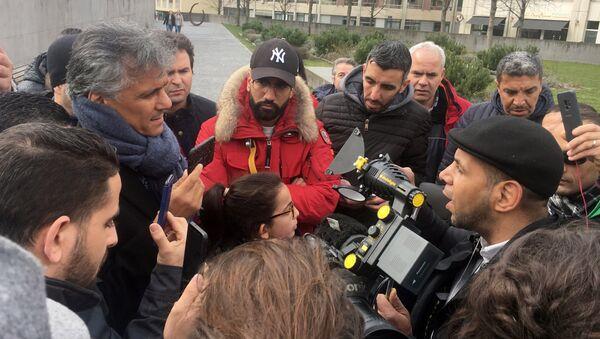 Presidential candidate Nekkaz talks with media outside the HUG in Geneva - Sputnik France