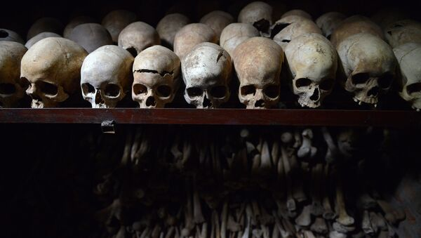 Des crânes humains exposés au mémorial du génocide à Nyamata au Rwanda - Sputnik France