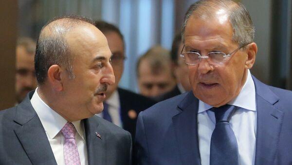Les minstres turc et russe des Affaires étrangères Mevlut Cavusoglu et Segueï Lavrov - Sputnik France