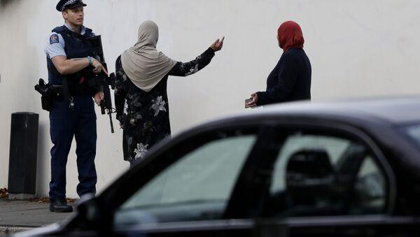 Un policier néo-zélandais près des lieux des attentats à Christchurch - Sputnik France