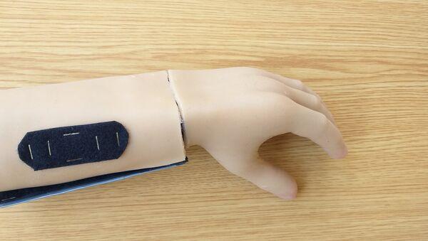 Un étudiant syrien a inventé une main électronique fonctionnelle et bon marché - Sputnik France