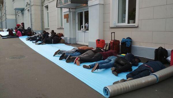 Les citoyens nigériens trompés par les passeurs, en attente de rapatriement – Moscou 2018 - Sputnik France