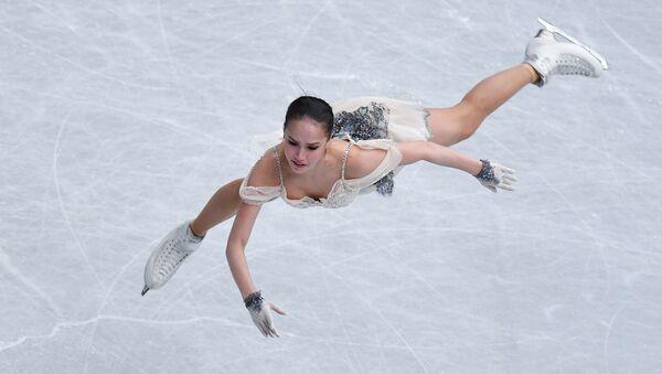 Россиянка Алина Загитова выступает в короткой программе женского одиночного катания на чемпионате мира по фигурному катанию в Сайтаме - Sputnik France
