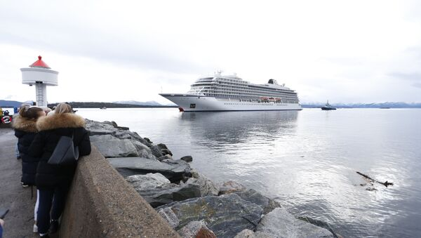 The cruise ship Viking Sky, that ran into trouble in stormy seas off Norway, reaches the port of Molde under its own steam on March 24, 2019 - Sputnik France