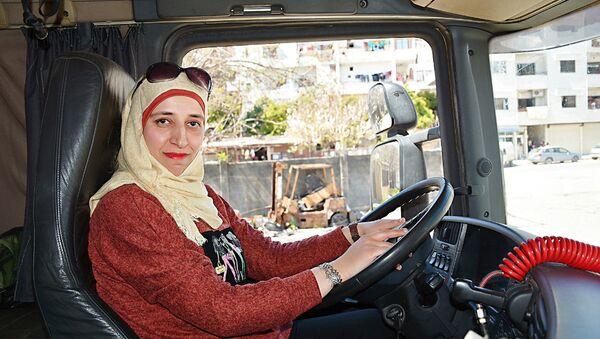 En Syrie, les femmes font de plus en plus concurrence aux hommes au volant de camions - Sputnik France