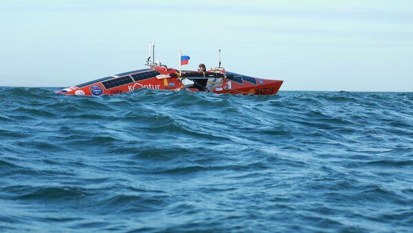 l'aventurier russe Fiodor Konioukhov à bord de son bateau à rame Akros - Sputnik France