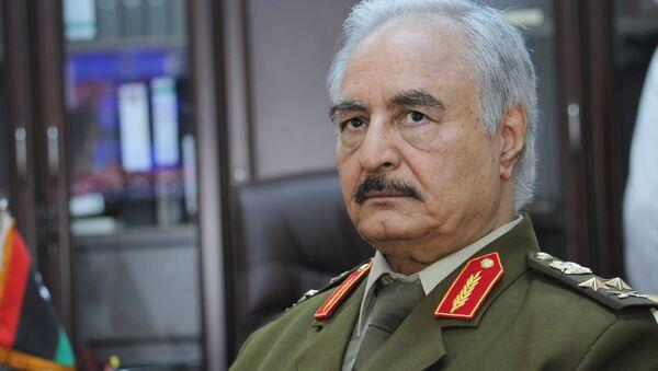 Sur cette photo du dossier du 18 mars 2015, le général Khalifa Haftar, alors chef suprême de l'armée libyenne, s'exprime lors d'un entretien avec l'Associated Press à al-Marj, en Libye.  - Sputnik France