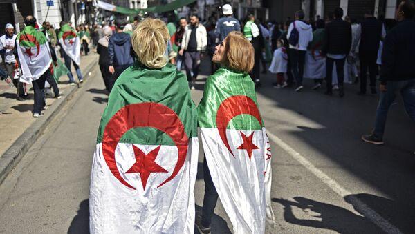 Manifestantes algériennes. Image d'illustration - Sputnik France