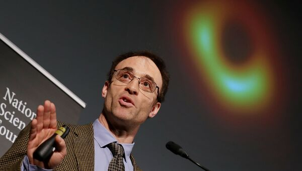 Event Horizon Telescope Director Sheperd Doeleman reveals the first photograph of a black hole during a news conference organized by the National Science Foundation at the National Press Club April 10, 2019 in Washington, DC - Sputnik France