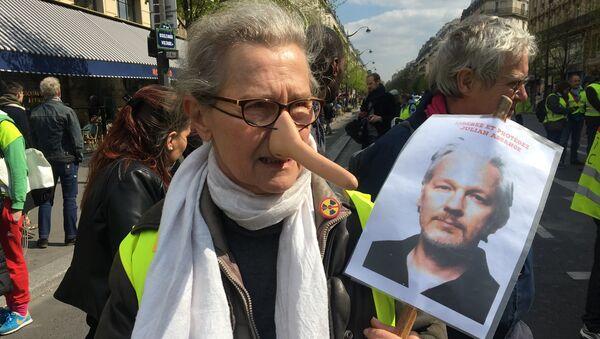 Gilets jaunes soutiennent Assange - Sputnik France