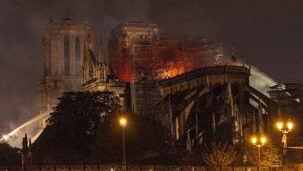 Пожар в соборе Парижской Богоматери - Sputnik France