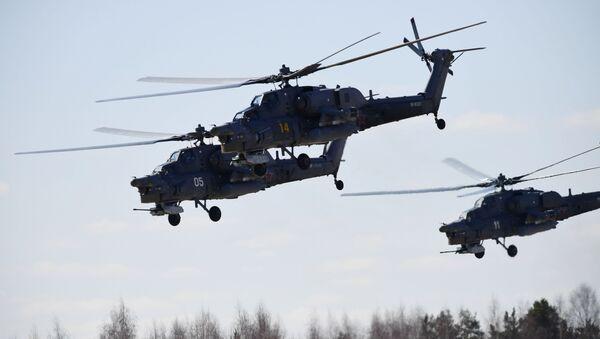 Ударные вертолеты Ми-28Н Ночной охотник над аэродромом Кубинка во время репетиции воздушной части парада Победы - Sputnik France