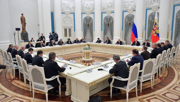 Vladimir Poutine reçoit des hommes d'affaires français, le 18 avril - Sputnik France