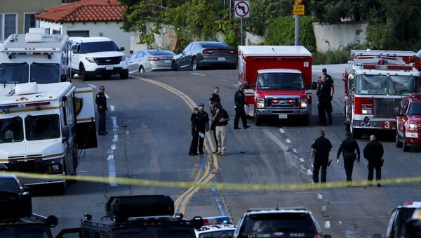 Police and fire personnel are seen at the scene of an active shooting with a suspect with a high powered rifle in the Bankers Hills section of San Diego, California, November 4, 2015. - Sputnik France