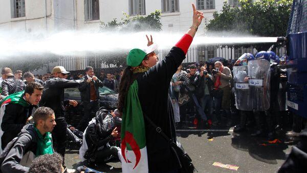 Антиправительственные демонстрации в столице Алжира - Sputnik France