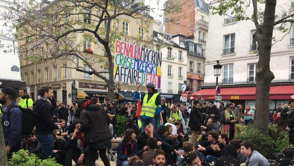 Manifestation à l'occasion du premier anniversaire de l'Affaire Benalla, place de la Contrescarpe à Paris - Sputnik France