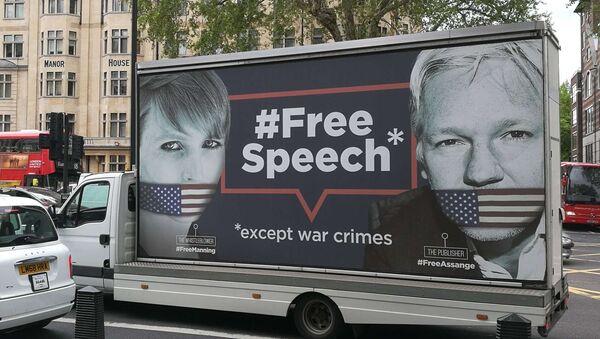 Assange Support Truck Driving Past Westminster Magistrates' Court - Sputnik France