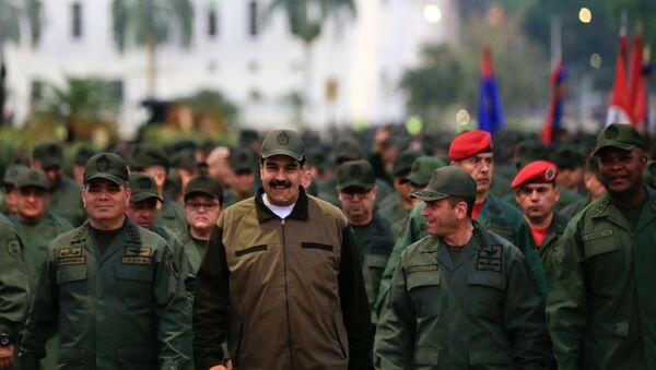 Nicolas Maduro en tête de la marche des militaires à Caracas - Sputnik France