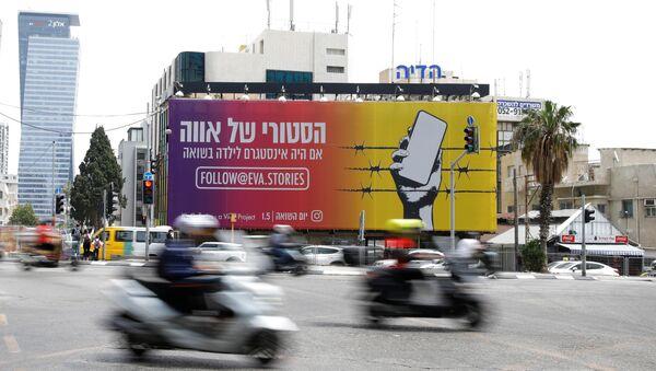 Un panneau publicitaire Eva's Stories à Tel Aviv - Sputnik France