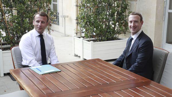 Emmanuel Macron et Mark Zuckerberg lors de leur rencontre en mai 2018 - Sputnik France
