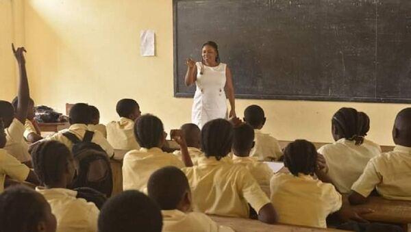 Danielle Akini à l'occasion de l'une des séances de partage d'expérience avec des jeunes scolarisés. - Sputnik France