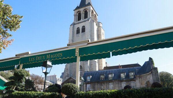 A photo taken on October 3, 2016 shows the terrace of the cafe Les Deux Magots and the Saint-Germain-des-Pres church in Paris. - Sputnik France