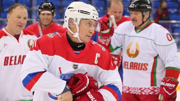 Russian President Vladimir Putin plays hockey in Sochi. Right: Belarusian President Alexander Lukashenko. 15 February 2019 - Sputnik France