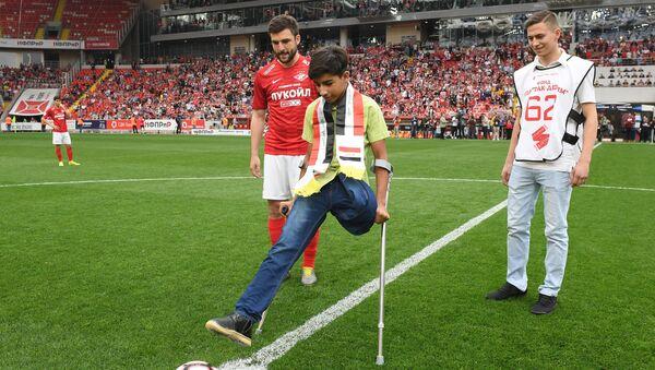 La soif de vivre: le jeune Irakien Kassim al-Kadim a assisté à un match de foot à Moscou - Sputnik France