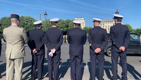 L'hommage national aux deux militaires français tués au Burkina Faso sur le pont Alexandre-III - Sputnik France