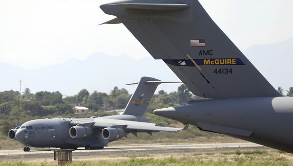 A second United States Air Force C-17 cargo plane loaded with humanitarian aid lands at Camilo Daza airport in Cucuta, Colombia, Saturday, Feb. 16, 2019. - Sputnik France