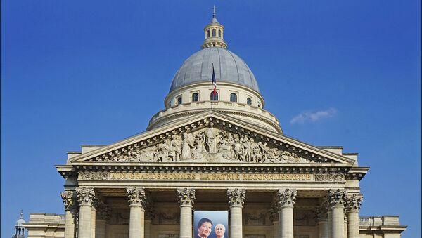Photo de Simone et Antoine Veil sur la façade du Panthéon à Paris - Sputnik France