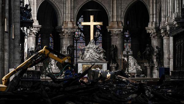 Travaux de restauration dans la cathédrale Notre-Dame de Paris - Sputnik France